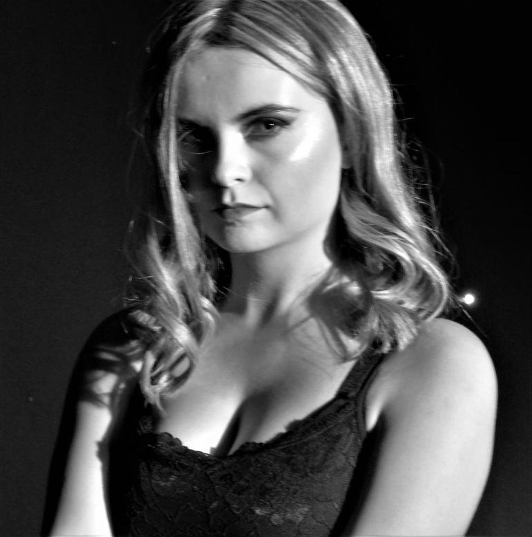 Sarah Rooney (Roxy)